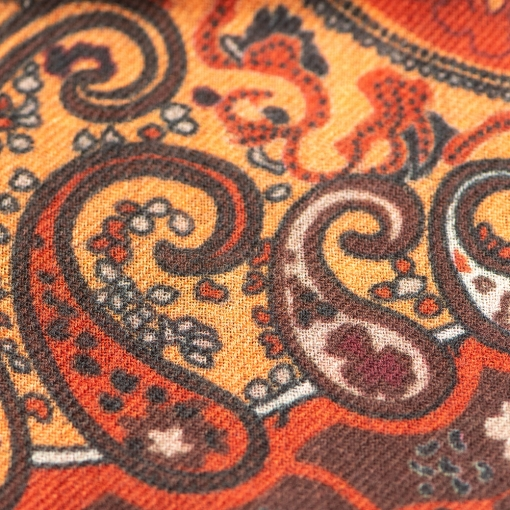 Brown/red paisley